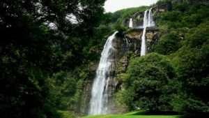 Il sentiero delle cascate dell'acquaragia